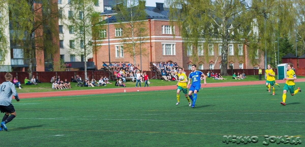 Sasha Popovitš nostaa pallon maalivahdin yli