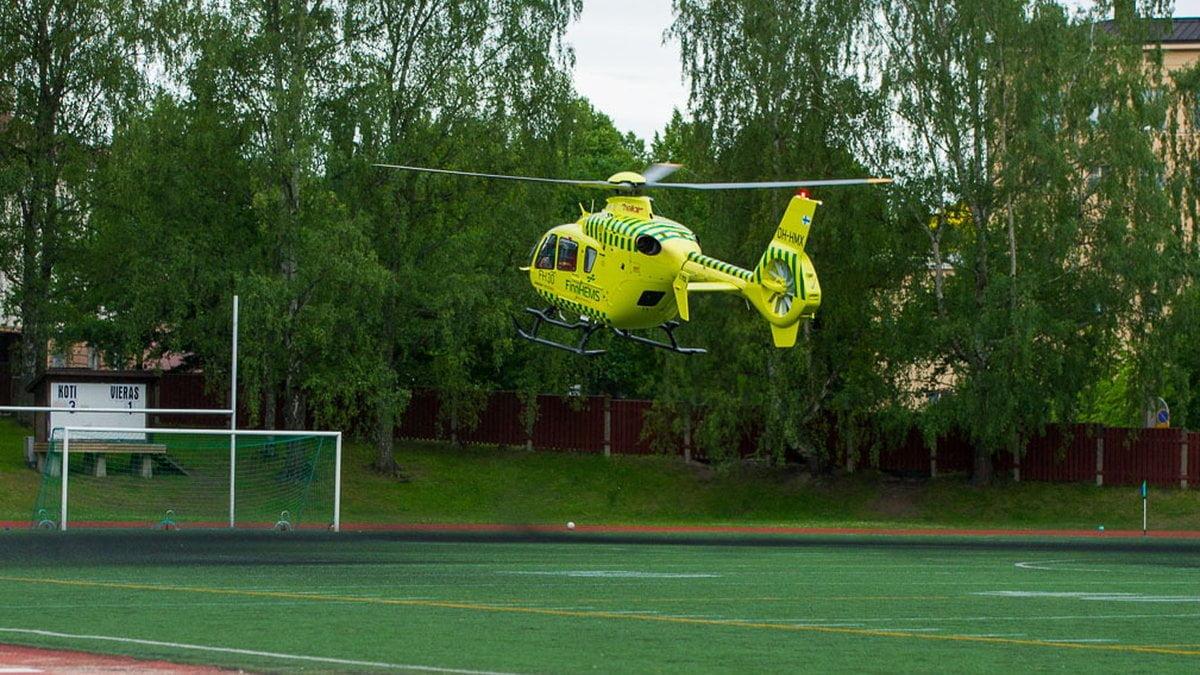 Lääkintähelikopteri laskeutuu Pyynikille