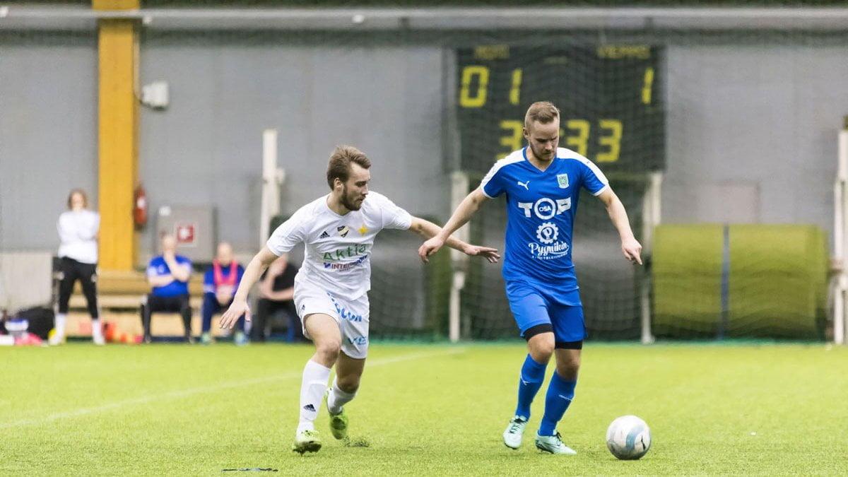 Sampo Ojala pelasi ensimmäisen jakson keskikentän pohjalla.