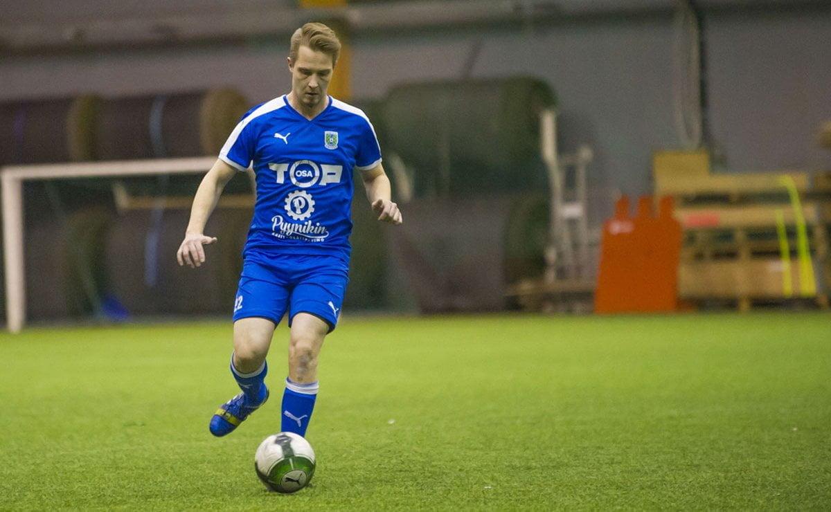Päävalmentaja Mikko Mäkelän aisapari Markus Halme joutui kentälle Antti Haaviston loukkaannuttua lievästi.