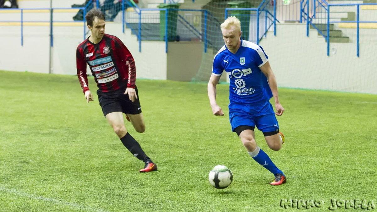 Roope Kostiainen pelasi vahvan ensimmäisen puoliajan.