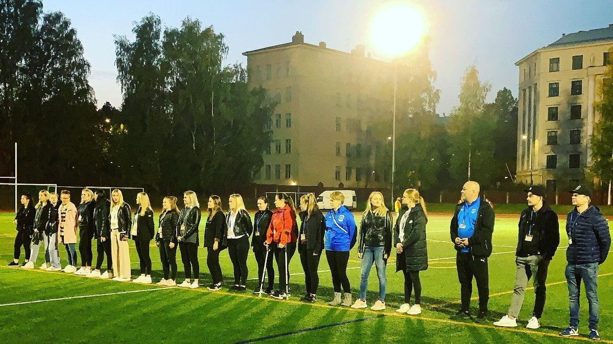 Naisjoukkue juhli sarjanousua viikoloppuna tyylillä -uutiskuva